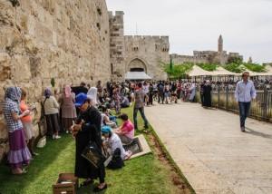 Данный праздник посещают тысячи паломников со всего света