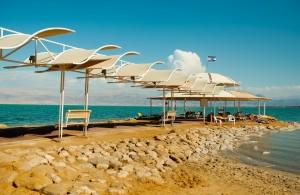 В последний месяц осени на пляжам не так много туристов