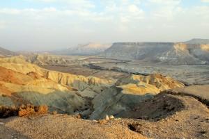 В зимнее время в горах в Израиле, довольно прохладно, может понадобиться теплая одежда