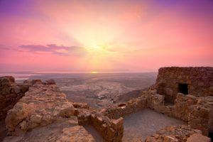 Таинственный восход солнца над Масадой