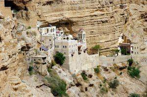 Монастырь в горах израильской пустыни