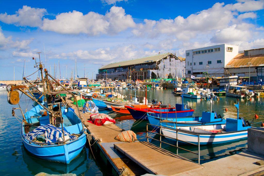 Лодки в живописном порту Тель-Авива